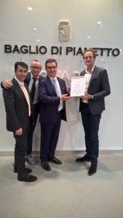 (da sinistra): Andrea Di Gesù (Agente Juliagraf per la Sicilia), Luca Venir (Direttore Generale Juliagraf), Alberto Buratto (CEO,  Baglio di Pianetto srl), Jesse Rep (RafCycle Manager UPM Raflatac).