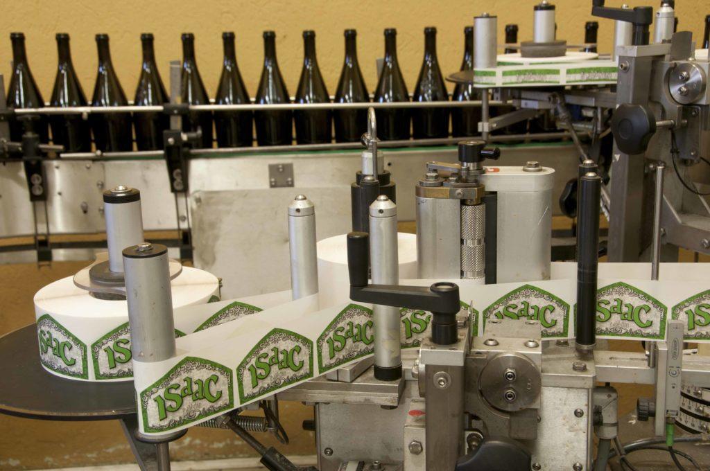 BAL_1258 - L'etichettatrice agisce prima del riempimento bottiglie