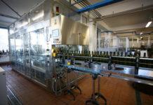 La nuova linea d'imbottigliamento da 5000 bottiglie/ora è dotata di diversi controlli in linea