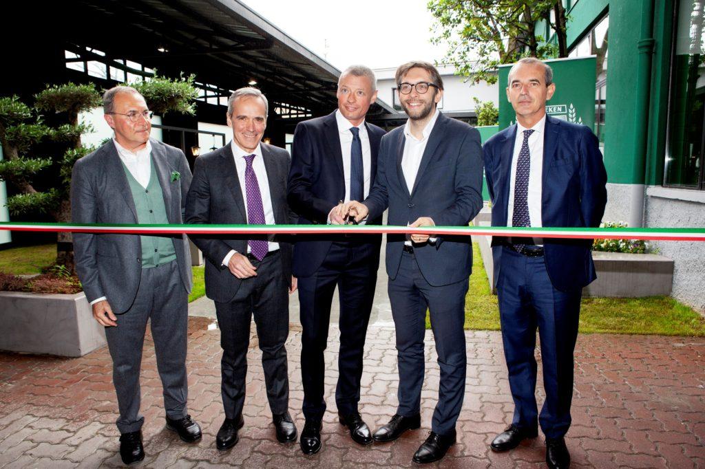 Il taglio del nastro: da sinistra Massimo Furlan, Alfredo Pratolongo, SØren Hagh, Pierfrancesco Maran, Federico Visconti