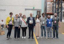 la famiglia Gritti, con il sindaco di Cologno al Serio, Chiara Drago e dei collaboratori di Grifal